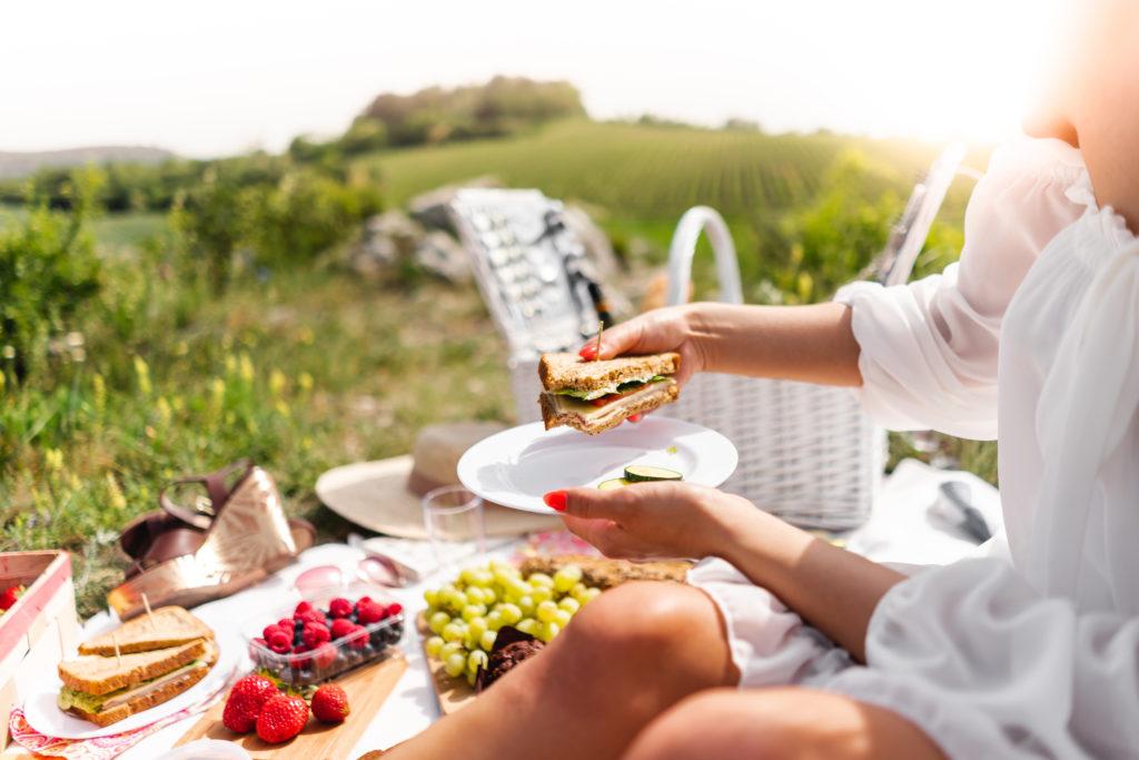 Wybieraj zdrowe jedzenie, a nie będziesz cierpiał z powodu otyłości brzusznej.